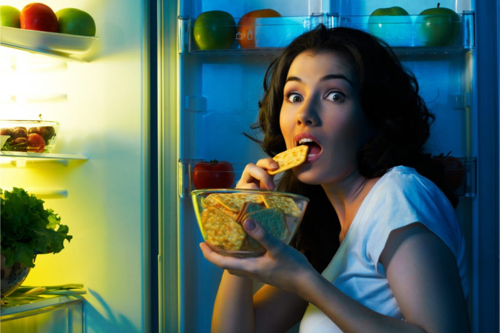 The Effects Eating Before Bed (Weight Gain, Poor Sleep, and More)